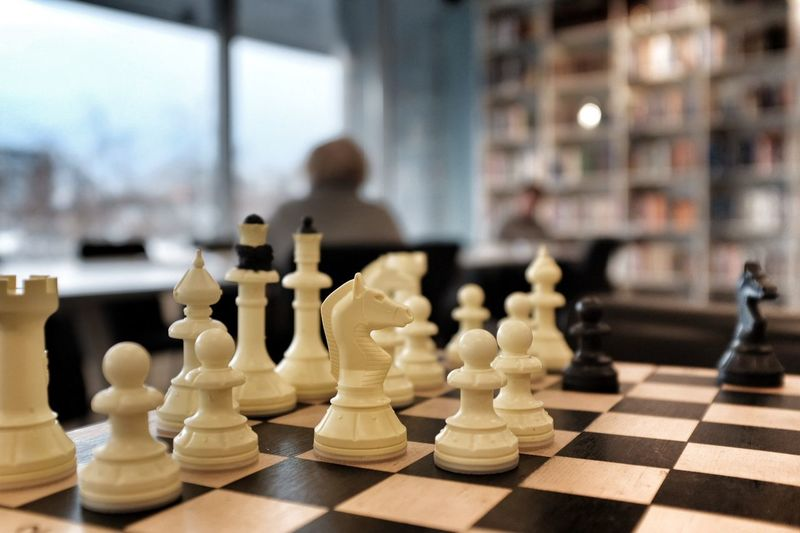 Long Thinking Fujifilm X100f Reading Thinking Publicplace Chess Chess Piece Chess Board Strategy Indoors  Checked Pattern Knight - Chess Piece Close-up Intelligence