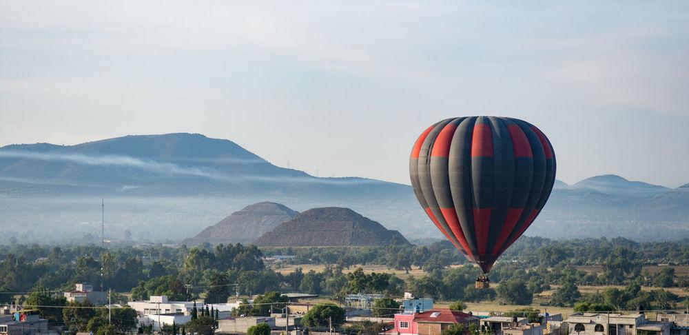 Ballon Ballon Trip Early Morning Flying Hot Air Balloon Mountain Multi Colored No People Pyramids Sky Teotihuacan