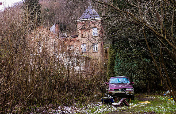 Tree Outdoors Architecture No People Day Nature Traveling Discovering Photography Creativity Urbex Urbexphotography Abandoned Abandoned Places Abandoned House Decay Old Old House Car Scenery Architecture Manoir Aux Statues Miles Away The Secret Spaces Live For The Story