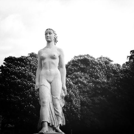Statue Black & White