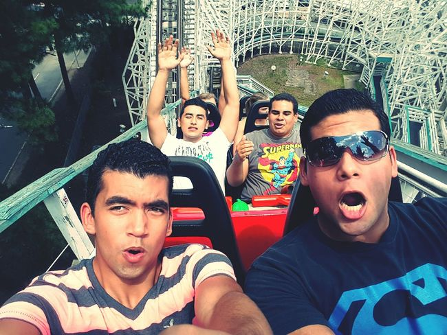 The Cyclone! Roller Coaster Friends Check This Out Rollercoaster Sixflags Coaster Theme Park Fun Screaming Happy