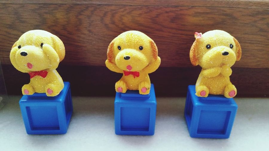 Threemonkeys Threedogs Idontsee Idonthear Idontknow ???