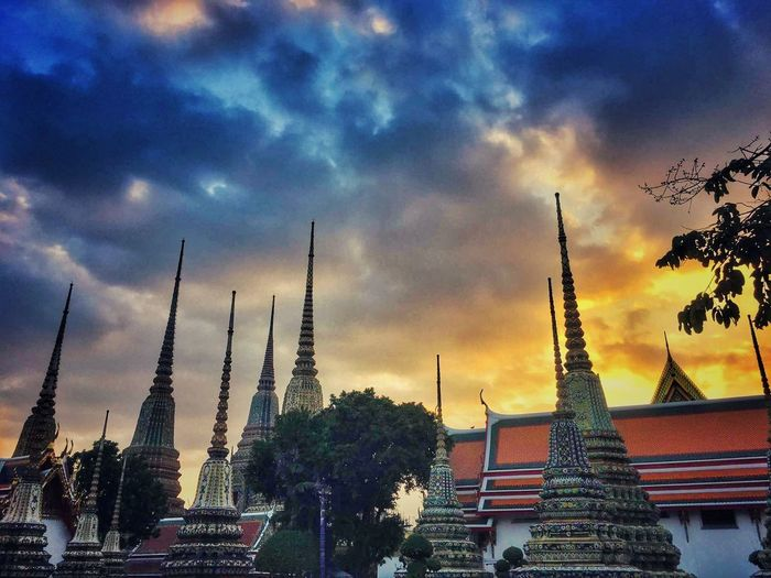 Where you can find inner peace Taking Photos Wat Pho Watphotemple EyeEm Best Edits Eyeemphotography EyeEm Selects EyeEm Gallery EyeEm Best Shots Sky And Clouds Sky Eye4photography  Dusk Sky Dreaming Beautiful Canon EyeEm Architecture Taking Photos Traveling Travel Religion Travel Destinations Peaceful Thailand Bangkok