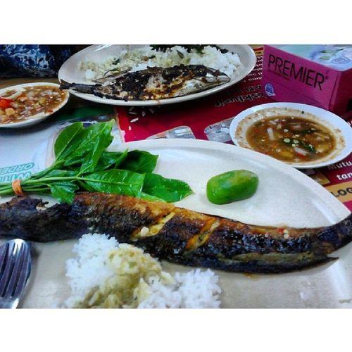 Ada orang belanja makan sempena my Birthday Alhamdullilah Ikanbakar Sayakuatmakan