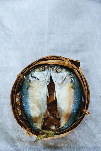 Steamed short mackerel in bamboo tray : ปลาทูนึ่งในเข่งไม้ไผ่ Bamboo Tray Close-up Day Fish Freshness Healthy Eating Indoors  Mackerel No People Omega 3 Saltwater Fish Sea Short Mackerel Steamed  Thai Culture Thai Food Traditional Twin White Background