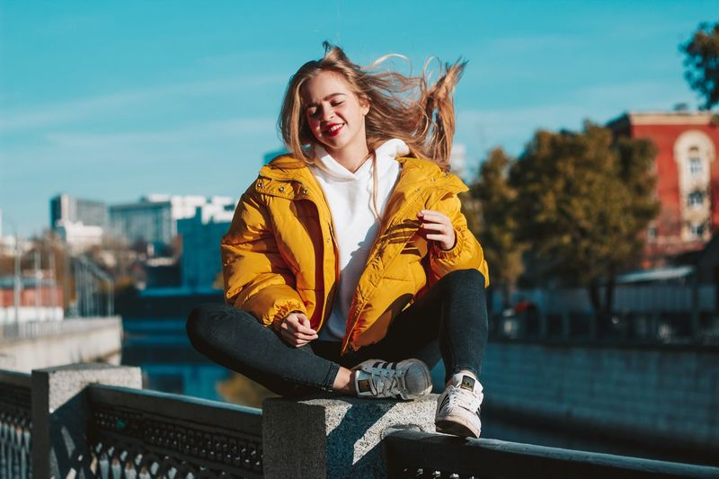27 декабря. Грустно и тепло EyeEm Selects One Person Architecture City Emotion Happiness Front View Young Adult Mouth Open Smiling Built Structure Arts Culture And Entertainment Fun Warm Clothing Sky Casual Clothing Building Exterior Mouth Clothing Lifestyles Outdoors