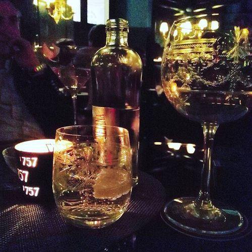 HISTORICAL CLASS. Drinking some @cadelbosco_official Dosage Zero 2008 at Bar Cavour Del Cambio. Enjoycadelbosco Cadelbosco Dosagezero Franciacorta Bollicine Delcambio Friends Gentleman