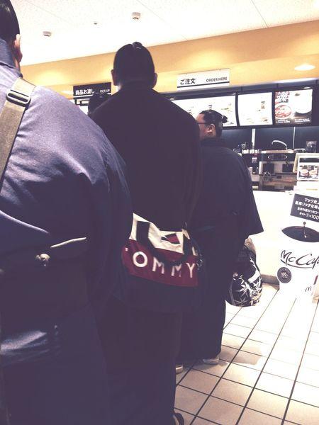 マクドナルド McDonald's Sumowrestler 何注文しよーかなーって見えへんがな!