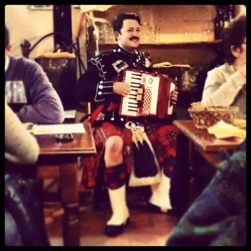 Burns Supper Barga Piper scotland bagpipe nick accordion fisarmonica