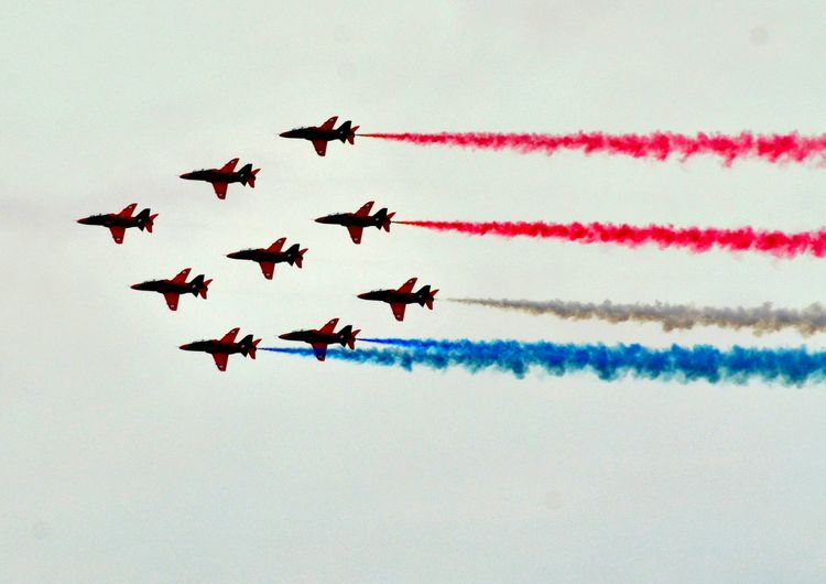 The red arrows air display team Aircraft Red Arrows Air Display Royal Air Force Display Team Vapor Trails