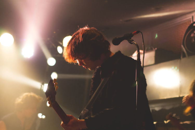 Concert Concert Photography Grunge Guitar Guitarist Indoors  Lifestyles Lights Music Music Music Brings Us Together Music Photography  Musical Instrument Musician Night Nightphotography People Performance Performance Group Punk Rock Show Singer  Sound Stage - Performance Space EyeEmNewHere
