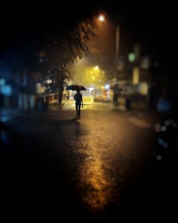Streetphotography Street Life Street Photography Popular Photos Silhouette Paint The Town Yellow Paint The Town Yellow The Street Photographer - 2018 EyeEm Awards HUAWEI Photo Award: After Dark