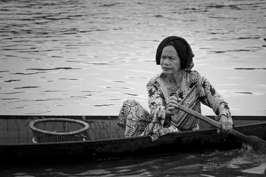 Lokbaintan Banjarmasin Pasarterapung Blackandwhite Black And White Black & White Blackandwhite Photography Black And White Photography Human Interest Human Interest Indonesia