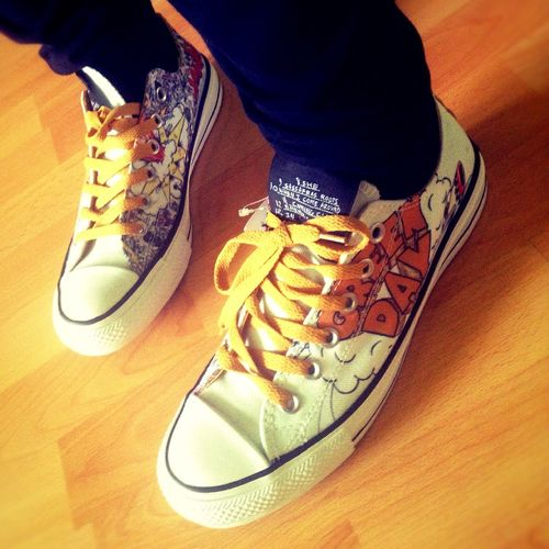 My Green Day shoes ?? haha sry I'm such a freak ??? Greenday Dookie Shoes Sneakers Converse Happy Amazing Photo Taking Photos Happiness