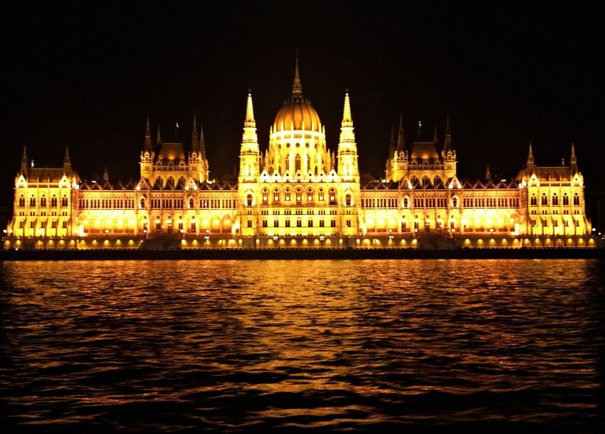 Budapest Parlament Architecture Building Exterior Built Structure Government Illuminated Night No People Outdoors Parlament Parlament Budapest Budapeste Hungary Hungria Gold Parlament Of Hungary Parlamento Húngaro Sky Tourism Travel Destinations Water Waterfront Paint The Town Yellow Been There. Done That. EyeEmNewHere Silhouette Horizon Over Water Travel EyeEmBestPics Paint The Town Yellow