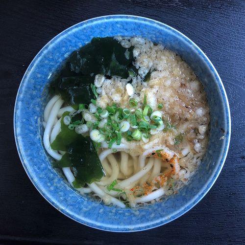 『藤村製麺所』 何時も熱々のかけうどんが出てくるうどん屋さん。今日も熱い(=^x^=) かけうどん ¥230 少し削り節を入れて頂きます。天かすは最初から入ってますね。そのせいか、コクがあって美味い。 Udon Food And Drink Food Healthy Eating Wellbeing Still Life Directly Above Indoors