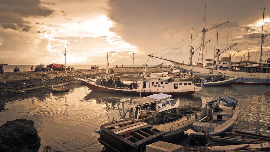 port of Bira Bira Boats Boatsparking Evening Sun Indonesia_allshots Instadaily Instanusantaramakassar Old Town Oldport Pelabuhan Port Traditionalport