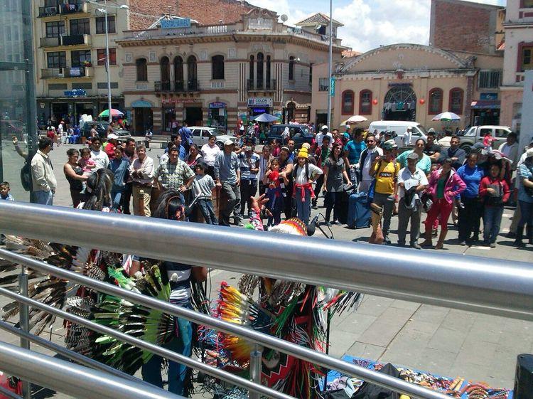 People watching... Ese dia escuche el cover mas inedito d la vida @.@ ... Cityscape City Square People People Watching Street Artist Crowd People Crowd Visit Cuenca