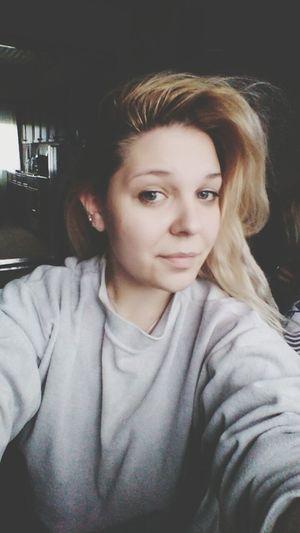 Kuca je tamo gde i pidzamka First Eyeem Photo Nomakeup Tiredbutfeelgood Medical Student Studying Hard Lovewhatido Smile Home Sweet Home Homeagain Missedhome Blue Eyes Blonde Girl Pijamas