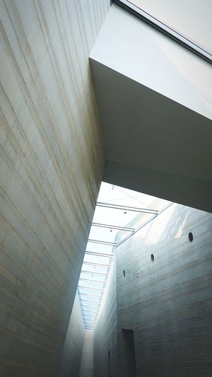 Pattern, Texture, Shape And Form Light Architecture_collection Lookingup Architectural Detail Architecture Modern Architecture Low Angle View Building Exterior Sunlight Modern Futuristic