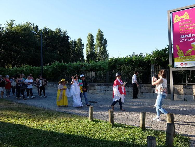 Festival Internacional de Jardins 2016 Enjoyment Leisure Activity Lifestyles Medium Group Of People Outdoors Tree Wedding People Together