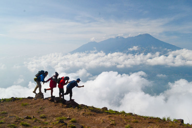 Cloud - Sky Sky Mountain Leisure Activity Group Of People Beauty In Nature Men Nature Scenics - Nature Day Real People Adventure Hiking Togetherness Full Length Friendship Rear View Lifestyles People Standing Outdoors