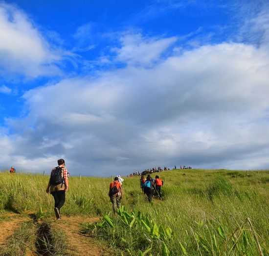 Lost In The Landscape Walking Cloud - Sky Outdoors Grass Nature Mountain Climbing Moutaineering Mountain Hiking Beauty In Nature Naturelovers Hikingadventures Nature Landscape Mountainclimbing