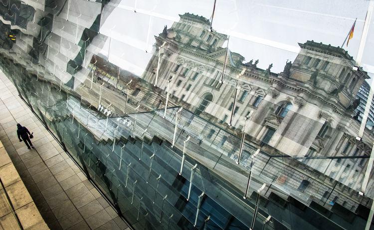 Bundestag Bundestag Berlin Bundestagsge German Democratic Republic Perspective ReichstagBuilding The Week on EyeEm Architecture Berliner Ansichten Glass - Material High Angle View Mirror Reflection Modern Reflection Regierungsviertel Tourist Destination Transparent