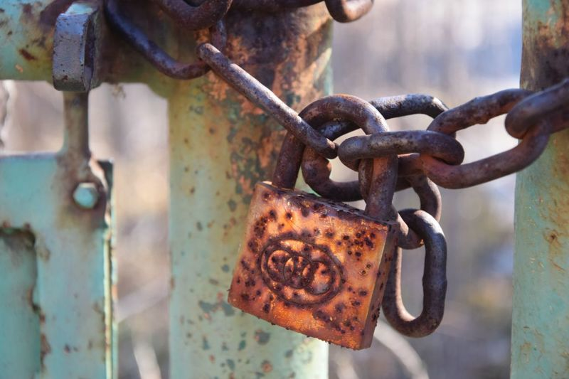 Lock And Chain Rusty Metal Close-up Close Up Photography Focus On Foreground Blury Background