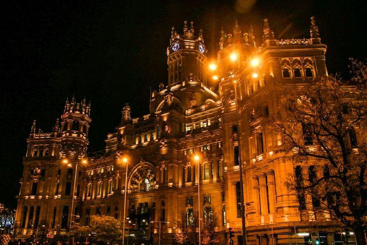 Night City Illuminated Architecture Travel Destinations Christmas Lights History Building Exterior Outdoors Winter Christmas Decoration No People Cityscape CibelesPalace Madrid, Spain Madrid Spain Madrid Learn & Shoot: After Dark Cities At Night EyeEm Gallery Check This Out Plaza De Cibeles Madrid Cibeles Palace Cibeles