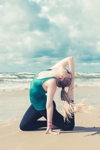 Relaxing Yoga Beach Cloud - Sky Day Exersice Fitness Full Length Girl Horizon Over Water Land Leisure Activity Lifestyles Nature One Person Outdoors Real People Sand Sea Sky Water Women Young Adult Young Women