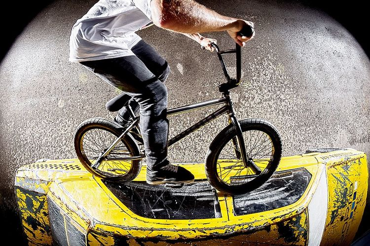 Robin have Fun with the Yellow one 🚕💨 Bmx  Cab Canon Flash Photography Photography Capturing Movement Action