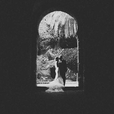 Primero es la luz y luego la composición, es una de las reglas que últimamente me obsesionan a la hora de disparar Postboda Alcazaba Teatroromano Malaga Wedding Blancoynegro Boda Blackandwhite Weddingdress Love
