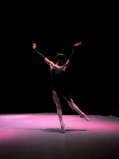 Bailarina Ballet Dancer Ballerina Human Arm Studio Shot Limb Dancing Indoors  Young Adult Arts Culture And Entertainment Flexibility Motion Elégance