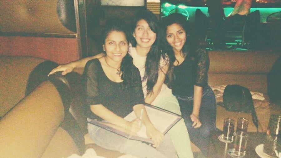 Karaoke Night Drinking! Olvidando Best Friends Amigasdelalma Miercoles :)  El Piso Se Mueve Singingoutloud