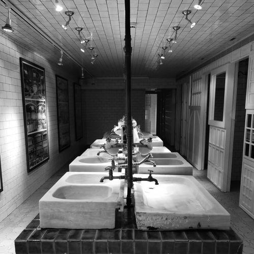 Service Bathroom Bw Symmetry Luxury Domestic Room Water Modern Architecture Bathroom Renovation