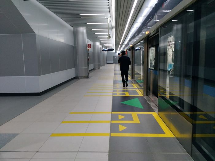 City Full Length Men Modern Walking Architecture Built Structure Subway Station Subway Subway Train Commuter Train Passenger Train Train - Vehicle Train Interior Underground Walkway Passageway Railroad Station Platform Railroad Station Subway Platform Underground The Art Of Street Photography