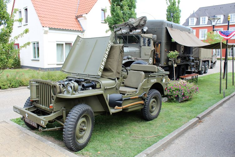 1940's 1940's Weekend 1940-1945 First Aid Kit First Aid Motorcycle See What I See WW2 Leftovers Walking Around Taking Pictures Blastfromthepast Close-up Day Jeep Outdoors Reenactment Ww2 Ww2 Camp Cauberg 2017 Ww2 Reenactment Ww2 Vehicles