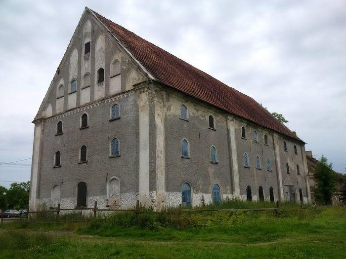 ein Teil der Schlossanlage Sztynort bzw Steinort /Masuren Haus Schrägdach Naturstein