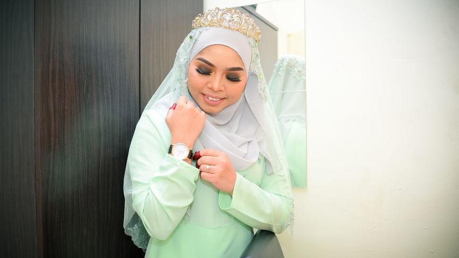 EyeEm Selects Bride Beautiful Woman Portrait Young Women Tiara Women Smiling Beauty Close-up