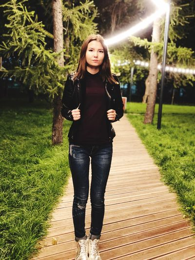 One Person Full Length Young Adult Front View Casual Clothing Real People Tree Young Women Plant Looking At Camera Portrait Lifestyles Standing Grass Nature Leisure Activity Footpath Green Color Outdoors Beautiful Woman