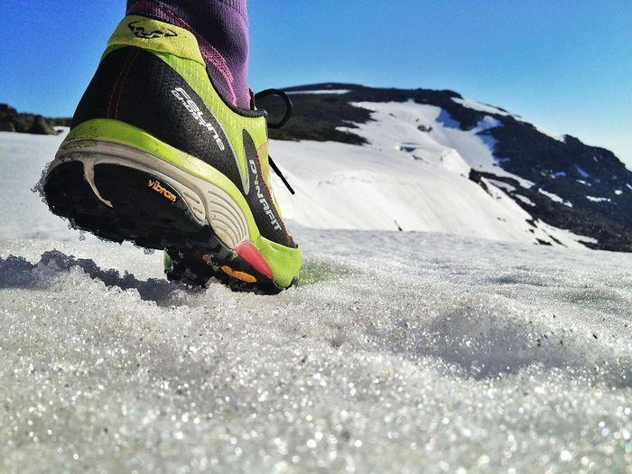 Todavía Con Nieve.... #trailrunning #peñalara #training #gasss #dynafit #felineghost #mountain #ilovemountains #spring #primavera #beforework