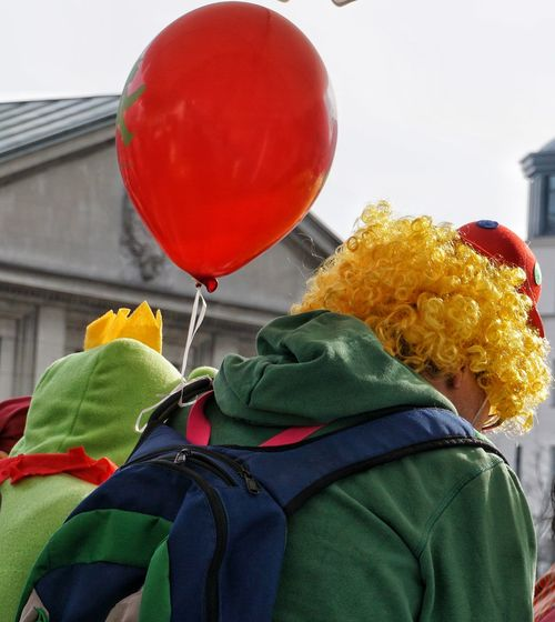 Carnival Crowds And Details Red Balloon Celebration Outdoors Berlin Multi Colored Berlin Photography The City Light Carneval Time Karneval Berlin The Street Photographer - 2017 EyeEm Awards
