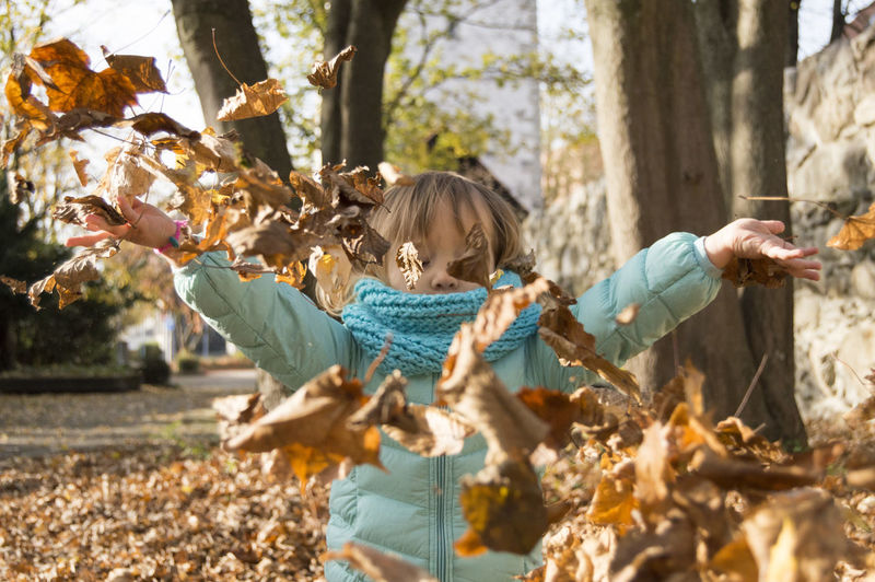 Herbst Adult Autumn Blond Hair Child Childhood Children Only Colour Of Autumn Day Full Length Girls Human Body Part Leaf Leisure Activity Nature One Person Outdoors People Tree
