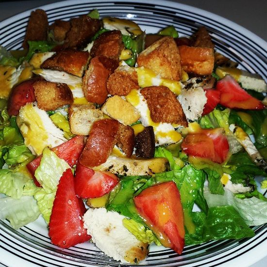 This afternoon's lunch!!! Latepost Lunchtime Feedme Imhungry getinmybelly salad homemade romainelettuce grilledchicken strawberries roastedredpeppers olives alfalfasprouts mushrooms croutons misogingerdressing healthyoptions healthychoices eatandenjoy livewell laughoften lovemuch LASH
