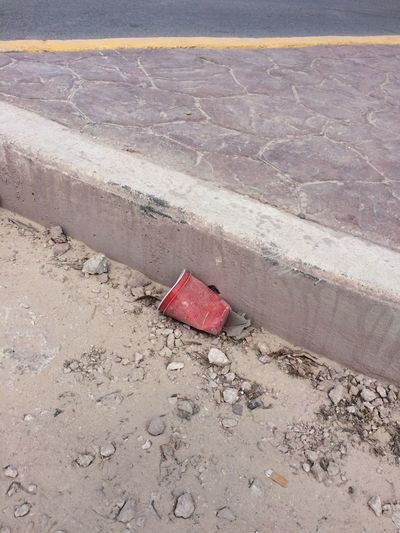 Red High Angle View No People Outdoors Day Mexico Tulum Pollution Cup Plastic Plastic Cup Trash Garbage Sidewalk Street End Plastic Pollution This Is Latin America Plastic Environment - LIMEX IMAGINE
