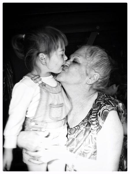 El recuerdo de mi madre con mi hija,,, Abuela Abuelita Y Nieta! Childhood Family Grandchildren Grandmother Happiness Innocence Mother My Mother Nieta Person Portrait Smiling