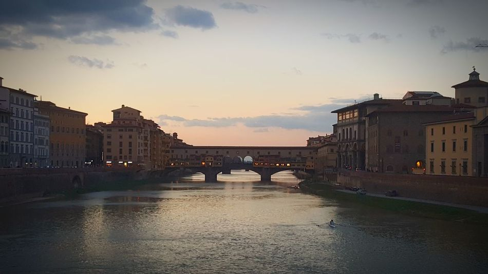 il mio cuore è qui! Tourism Tourist Attraction  Tourist Destination Firenze Firenze, Italy Tuscany Italy Tuscany Ponte Vecchio Florence Italy Italia Italy Bridge - Man Made Structure Bridge Bridges Old Bridge Sunset Sky Water Reflection Vacations Outdoors Travel Destinations Architecture Day