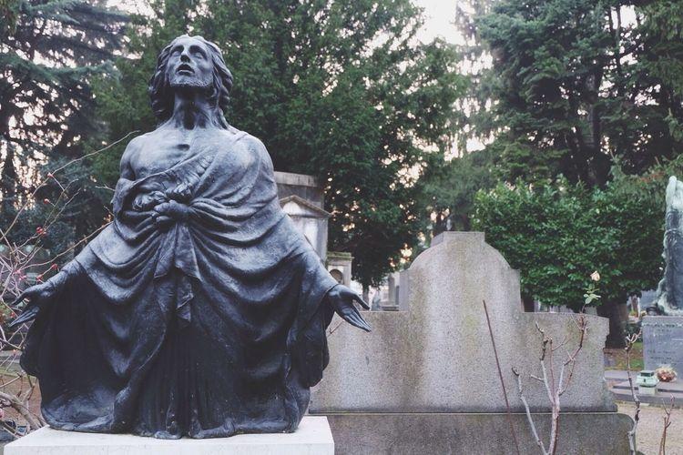 Asking for redemption Fujifilm Fujifilm_xseries FUJIFILM X-T10 Cemetery Cemeteryscape Statue Monuments Amazing Faith Praying Redemption Landscape Landscape_Collection