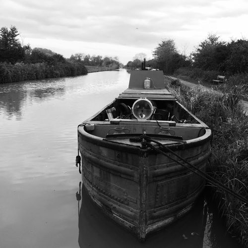 Heart of Gold Narrowboat Work Boat Workboat Wiltshire UK Wiltshire Water Boats Narrowboats Liveaboard Kennet And Avon Canal Narrowboat Canal Sells Green